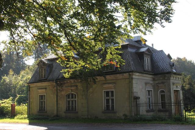 Gręboszów - Kordegarda z 2 połowy XIX w. - stara leśniczówka.jpeg