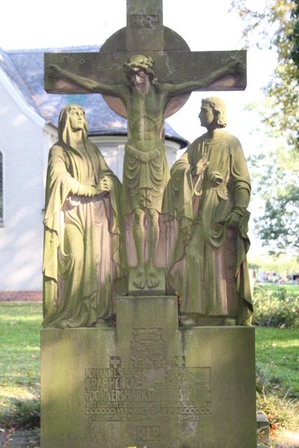 4 Nagrobek rodziny Henckel von Donnersmarck.jpeg