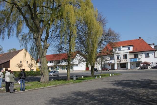 tn_Miejsce wypoczynku w Domaszowicach przed realizacją zadania.jpeg