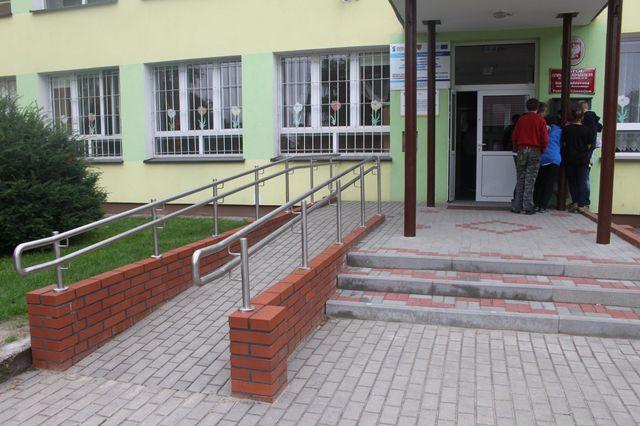 podjazd dla osób niepełnosprawnych.jpeg
